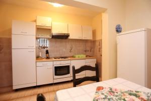 Apartments with a parking space Okrug Gornji, Ciovo - 10343, Apartmanok  Trogir - big - 8