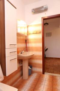 Apartments with a parking space Okrug Gornji, Ciovo - 10343, Apartmanok  Trogir - big - 9