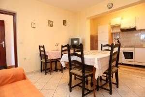 Apartments with a parking space Okrug Gornji, Ciovo - 10343, Apartmanok  Trogir - big - 10