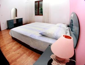 Apartments with a parking space Okrug Gornji, Ciovo - 10343, Apartmanok  Trogir - big - 12