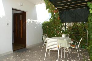 Apartments by the sea Seget Vranjica, Trogir - 4285, Апартаменты/квартиры  Трогир - big - 11
