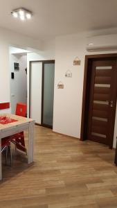 Grand View Apartment, Apartmány  Brašov - big - 13