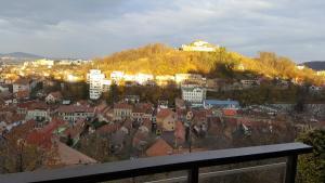 Grand View Apartment, Apartmány  Brašov - big - 15