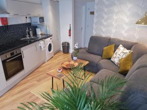 Streamside Apartment - Lyme Regis