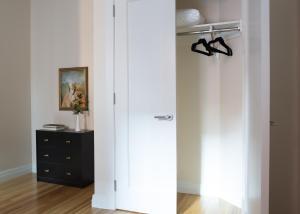 Three-Bedroom on Newbury Street Apt 31, Apartmány  Boston - big - 43