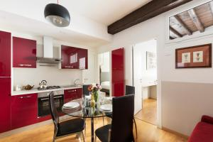 Rome Accommodation Via Giulia Apartments - abcRoma.com