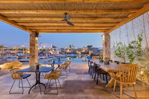 Portes Suites & Villas Mykonos, Aparthotely  Glastros - big - 42