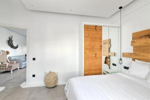Portes Suites & Villas Mykonos, Aparthotely  Glastros - big - 64