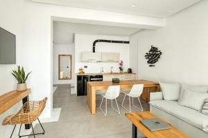 Portes Suites & Villas Mykonos, Aparthotely  Glastros - big - 59