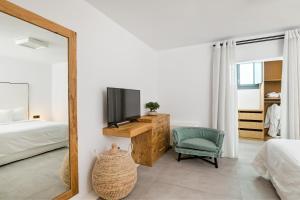 Portes Suites & Villas Mykonos, Hotel  Glastros - big - 56
