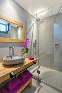 Portes Suites & Villas Mykonos, Aparthotely  Glastros - big - 39