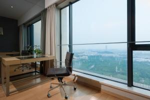 Poly Word Trade Centre Apartment (Yi Cheng)