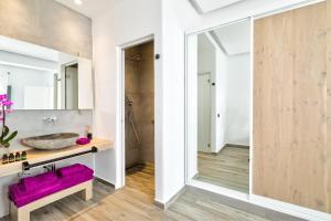 Portes Suites & Villas Mykonos, Aparthotely  Glastros - big - 78