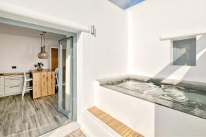 Portes Suites & Villas Mykonos, Aparthotely  Glastros - big - 15
