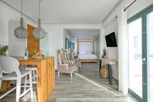 Portes Suites & Villas Mykonos, Aparthotely  Glastros - big - 46