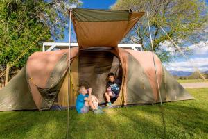 Bright Freeburgh Caravan Park, Комплексы для отдыха с коттеджами/бунгало  Брайт - big - 92