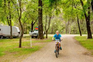 Bright Freeburgh Caravan Park, Комплексы для отдыха с коттеджами/бунгало  Брайт - big - 105