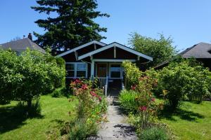 obrázek - Bellingham Bungalow - Gas Fireplace & Garden!
