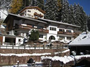 Holiday Apartments Costanzi - AbcAlberghi.com