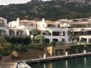 Casa Gianni in Poltu Quatu - AbcAlberghi.com
