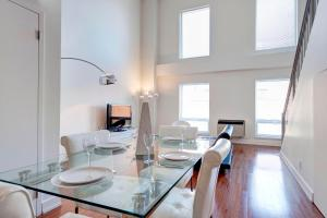 Palais-des-Congrès Furnished Apartments by Hometrotting, Apartmány  Montreal - big - 225
