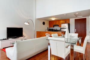 Palais-des-Congrès Furnished Apartments by Hometrotting, Apartmány  Montreal - big - 185
