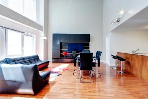 Palais-des-Congrès Furnished Apartments by Hometrotting, Apartmány  Montreal - big - 122