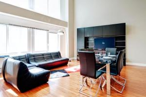 Palais-des-Congrès Furnished Apartments by Hometrotting, Apartmány  Montreal - big - 159