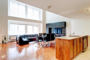 Palais-des-Congrès Furnished Apartments by Hometrotting, Apartmány  Montreal - big - 164