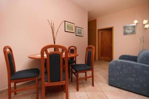 Apartment Novi Vinodolski 5488a, Apartmány  Novi Vinodolski - big - 3