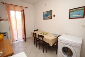 Apartment Slatine 7585b, Appartamenti  Slatine - big - 5