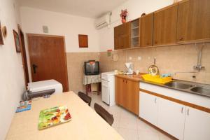 Apartment Slatine 7585b, Appartamenti  Slatine - big - 9