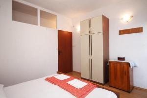 Apartment Slatine 7585b, Appartamenti  Slatine - big - 14