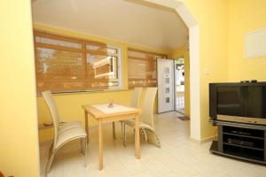 Apartments with a parking space Opatija - 7844