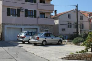 Apartments with a parking space Preko Ugljan 8434