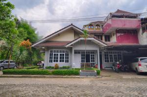 Pele Guesthouse, Penzióny  Bandung - big - 30