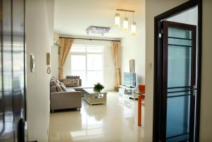 . Train Station Wucun Dongping Mountain Two Bedroom Apartment