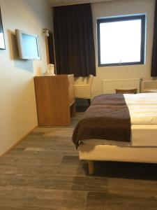 Hotel Cabin.  Mynd 10