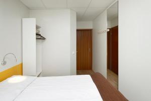 Hotel Cabin.  Mynd 7