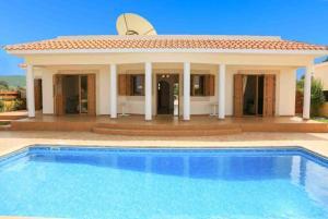 Achilles Beach Villa Thio