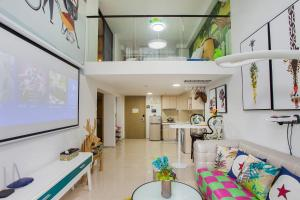 Family Kids Loft Homestay Near Subway Changlong, Apartmány  Kanton - big - 2