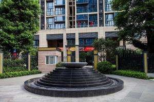 Family Kids Loft Homestay Near Subway Changlong, Apartmány  Kanton - big - 26