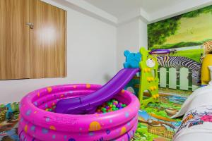 Family Kids Loft Homestay Near Subway Changlong, Apartmány  Kanton - big - 30