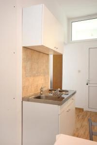 Studio Dubrovnik 9077a, Apartments  Dubrovnik - big - 2