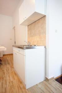 Studio Dubrovnik 9077a, Apartments  Dubrovnik - big - 8