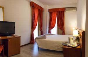 Excel Hotel Roma Ciampino, Szállodák  Marino - big - 25