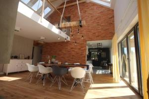 Wiselka Holiday House12km to the beach; 5 bedrooms 3 bahrooms; fire place Private sauna