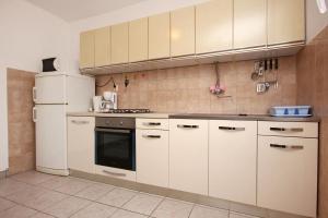 Apartment Vinisce 10006a, Ferienwohnungen  Vinišće - big - 22