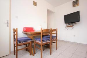 Apartment Vinisce 10006a, Ferienwohnungen  Vinišće - big - 25