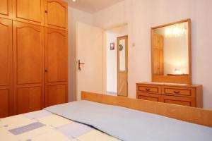Apartment Vinisce 10006a, Ferienwohnungen  Vinišće - big - 29